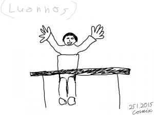 ihminen innoissaan kädet levällään kannettavan tietokoneensa ääressä